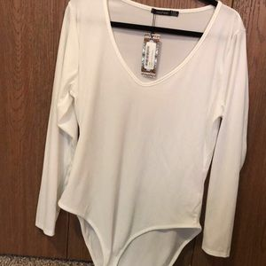 NWT Boohoo white ribbed bodysuit